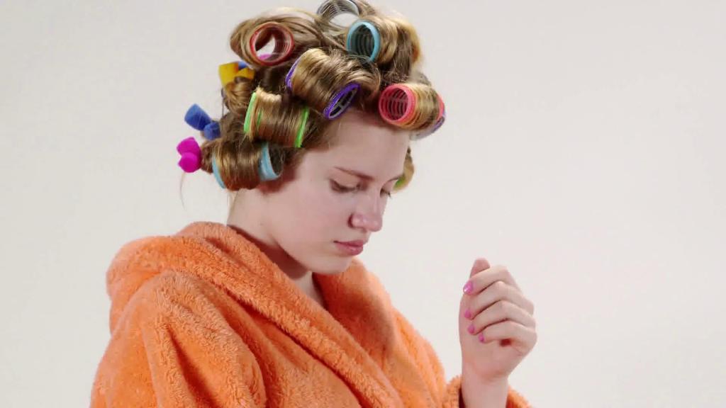 Какие бигуди лучше на ночь? Мягкие бигуди для волос. Папильотки из поролона
