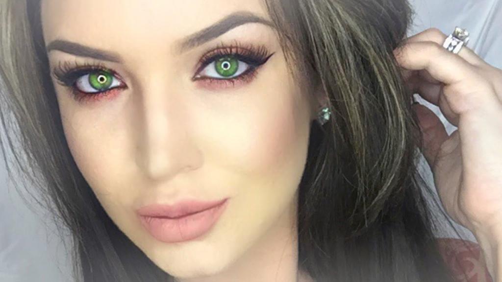 к зеленым глазам какой цвет волос подходит
