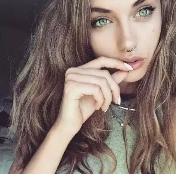 какой цвет волос подойдет под зеленые глаза