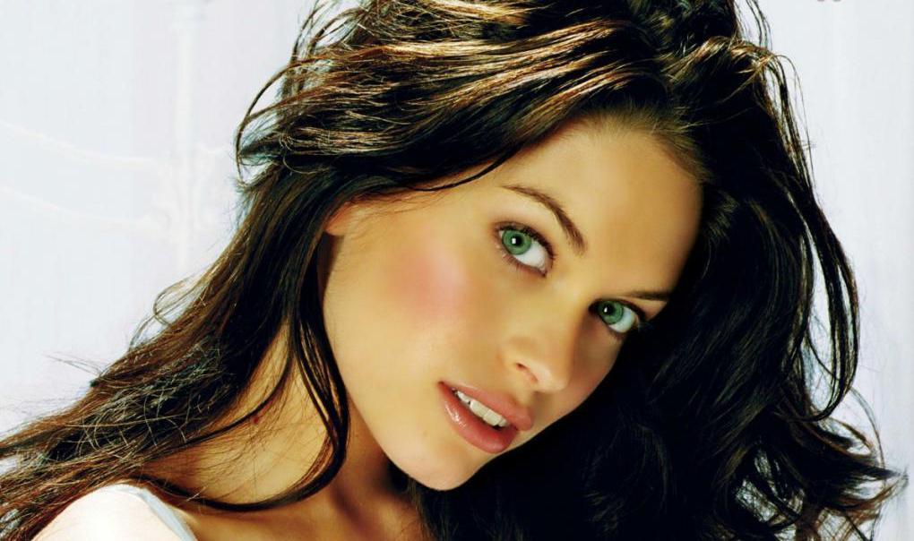 какой цвет волос подчеркнет зеленые глаза