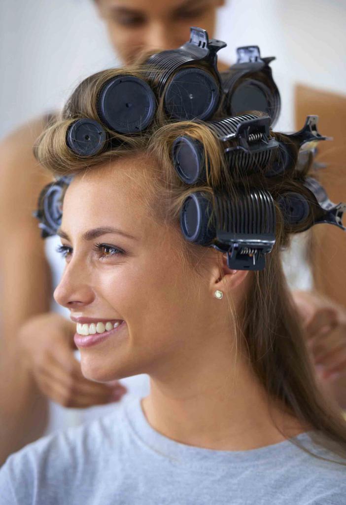 Как правильно накрутить волосы на бигуди (46 фото): как накручивать средние локоны, как пользоваться гибкими резиновыми, как делать укладку на каре