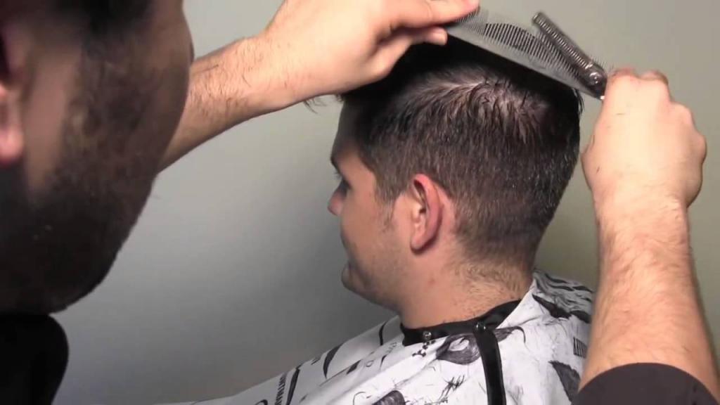 Женщины часто используют машинку для того, чтобы просто подровнять кончики если волосы ровные.