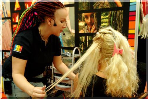 Наращивание волос в салоне